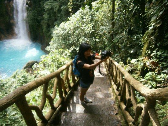 Cabinas Piuri: descenso hacia la catarata Rio Celeste