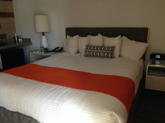 Inn at Venice Beach: King Bed room