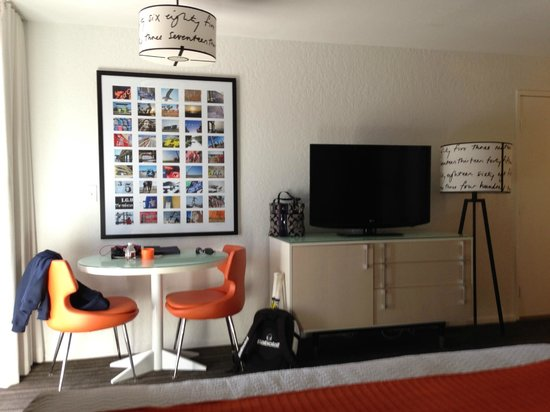 Inn at Venice Beach : Room pic - flat screen/table/room for roll away bed