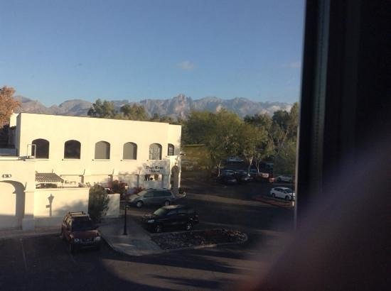 Homewood Suites by Hilton Tucson/St. Philip's Plaza University : View of mountains from our room.