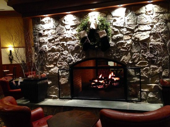 Hershey Lodge: Huge Fireplace in the lodge