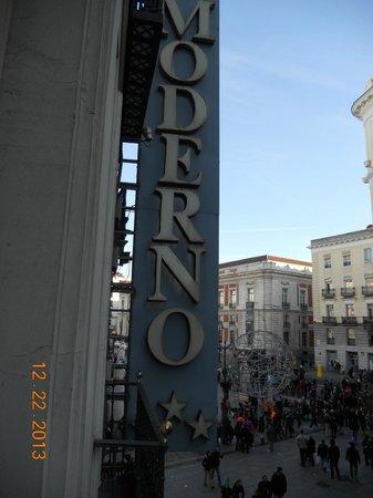 Hotel Moderno sign