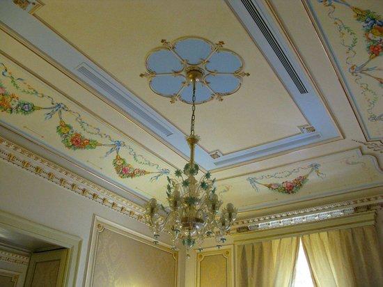 Relais Antica Badia: Particolare decorazione soffitto sala colazione