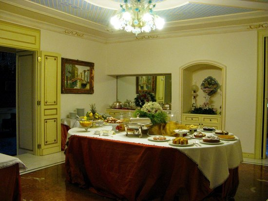 Relais Antica Badia: Buffet breakfast