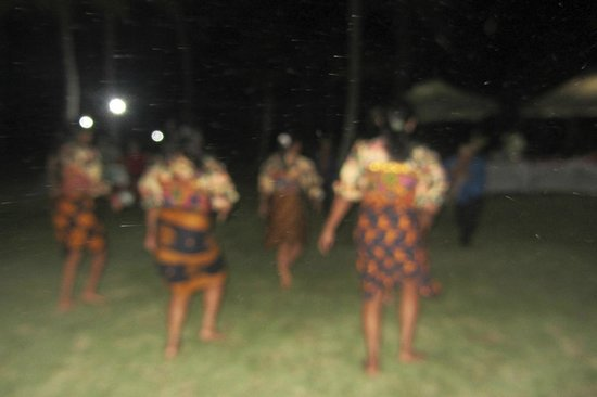 Yandup Island Lodge: Kuna dancers