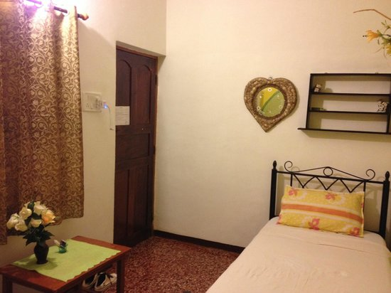 Divine Guest House: Room