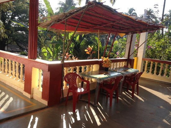 Divine Guest House: Balcony