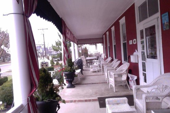Spring Lake Inn: Porch
