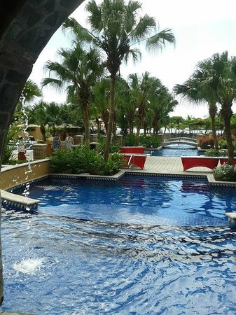 Los Suenos Marriott Ocean & Golf Resort: Canal central de la piscina