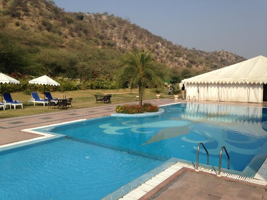 Rajasthali Resort and Spa : Pool Side