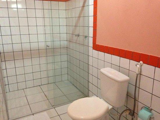 Pousada Recanto dos Girassois: Flat para 4 pessoas - banheiro