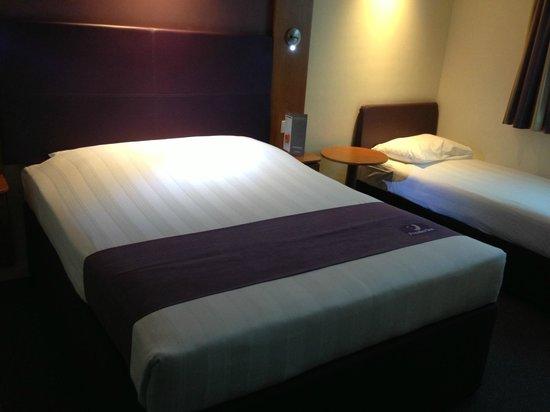Premier Inn Dubai International Airport Hotel: Double room .