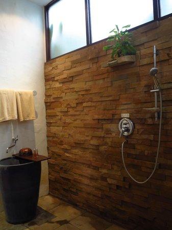 The Legend Chiang Rai: Habitacion ducha