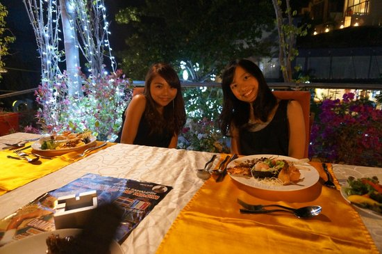IndoChine Resort & Villas : Gala Party! So Cool!