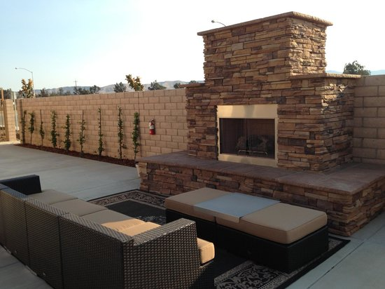 Yanks RV Resort : Our favorite spot to sit by the fire and have a glass of local wine!