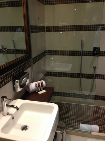 Ramada Plaza Milano: Ванная комната