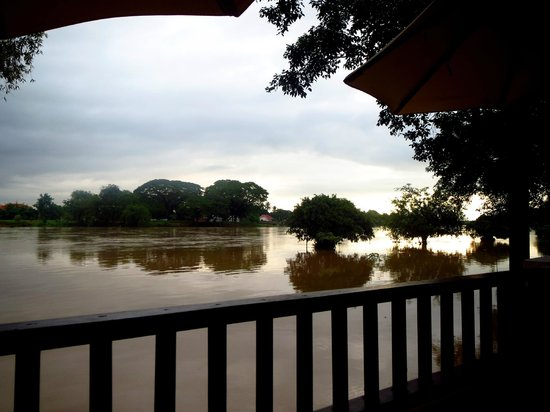The Legend Chiang Rai: Vistas desde terraza restaurante