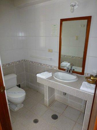SAUCE Hostal: Bathroom