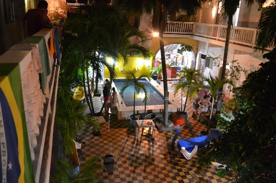 Media Luna Hostel: Pool from the balcony