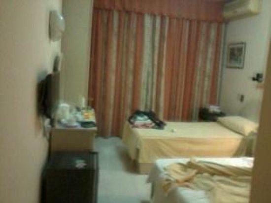 Relax Inn Hotel: room
