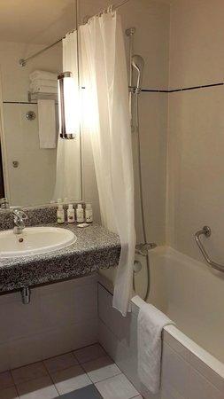 Crowne Plaza Paris Neuilly: Bathroom