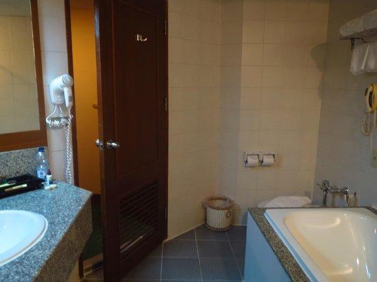 Duangtawan Hotel Chiang Mai : Baño