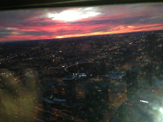 The Gateway Arch : sunset from atop
