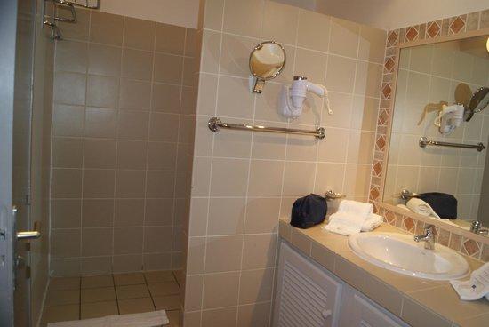 Hôtel Les Créoles : Salle de bain (étage)