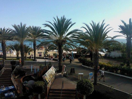 Tenerife Royal Gardens: Utsikt över strandpromenad