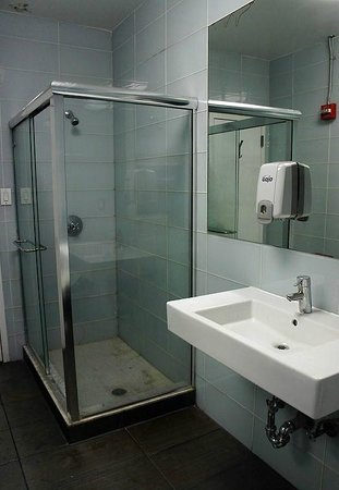 Fit Hotel: общий душ