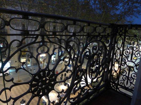 Hostal Benidorm : Вид с личного балкона на #La Rambla в сторону моря
