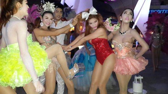Aphrodite Cabaret Show: Это как раз они толпой набежали дурачиться