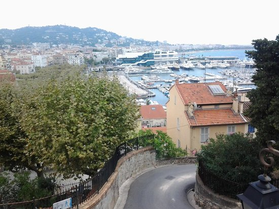 Golden Tulip Cannes Hotel De Paris : the view from the church on the hill