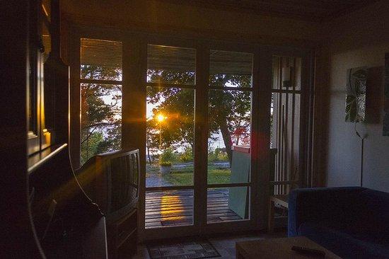 Snack Hotel Annex : Вид на море и закат из окна столовой.
