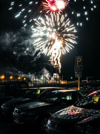 Murray's: Lighting up the whole harbour!!