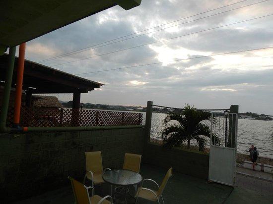 Green World Hotel: Lake Peten view from veranda (rear)