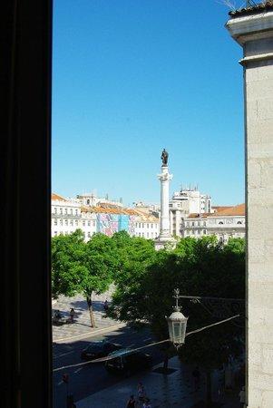 Internacional Design Hotel: Вид из окна на площадь Россиу