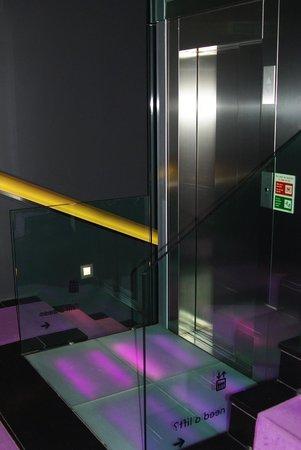 Internacional Design Hotel : На лестничной клетке