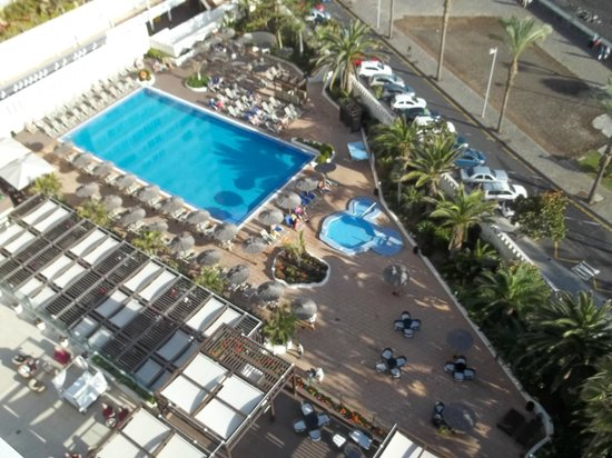 SOL COSTA ATLANTIS: Pool area