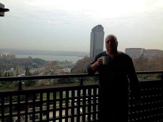 Hilton Istanbul Bosphorus: balcone camera con vista
