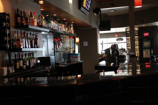 Cornerstone Bar & Grill : Inside