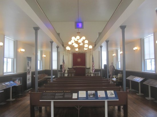 Jewish Historical Society of Greater Washington: Inside the synagogue