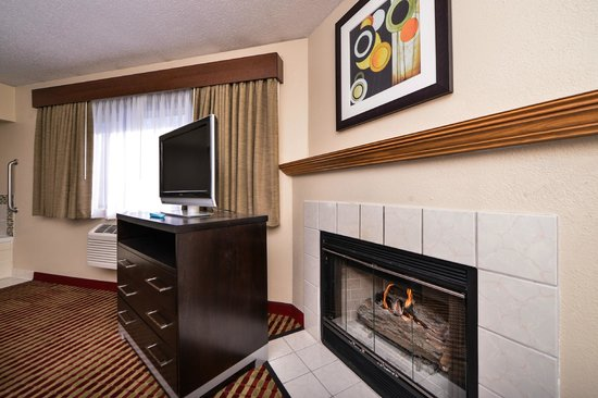 BEST WESTERN Germantown Inn : King Bed/Whirlpool and Fireplace
