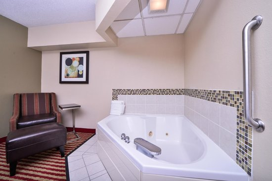Best Western Germantown Inn: Whirlpool