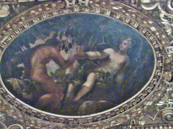 Scuola Grande di San Rocco: Soffitto e pareti, ricca di arte