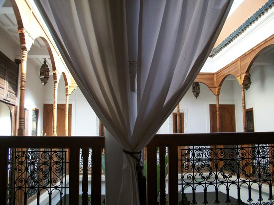 Riad Smara: vue du canapé à l'étage