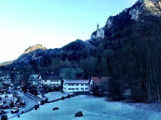 Schlosshotel Lisl: View of the Neuschwanstein Castle from one window