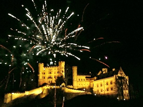 Schlosshotel Lisl: View of NYE fireworks from our room