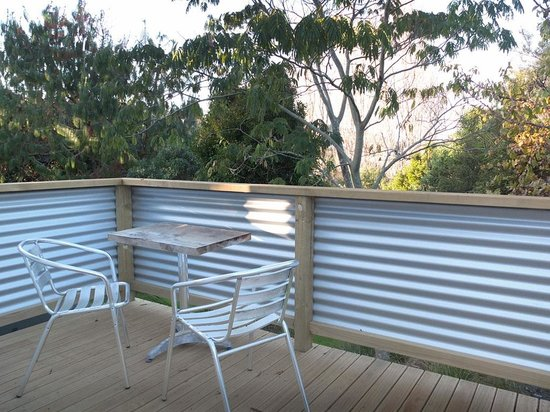 Ocean View Cottages: Peek of Blue deck