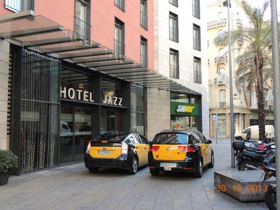 Hotel Jazz: Fachada